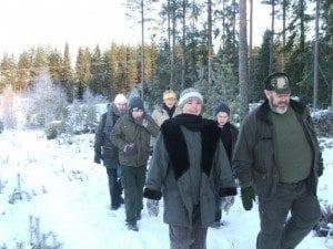 Hele flokken på en frisk spasertur lørdag morgen til Daniel Bjørnejegers Bjønnhi.