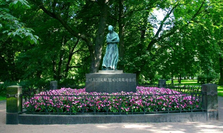 Statue av Camille Collett i Slottsparken