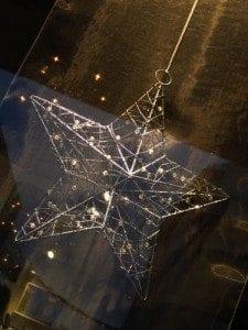 En adventstjerne er en dekorasjon til minne om julestjernen