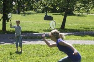 Badminton er et spill som gleder mange, både store og små. Det er lett å komme i gang med og utstyret er rimelig. Ikke alle er klar over at badminton også er en eliteidrett.