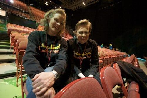 Christiane Sonefeldt og Madeleine Cederström er fortellere i forestillingen og de eneste norske medvirkende
