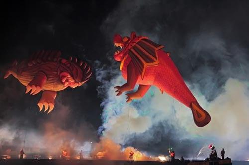 Oslo - Elvelangs i fakkellys med drager fra Krakow