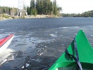 20 centimeter tykk is; Etter å ha konstatert at det var steinhard is bestemte vi oss for å prøve likevel!