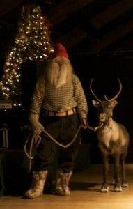 Overraskelsen; Nedre Berg Gård fikk besøk av skogsnissen som hadde med seg Rudolf.