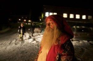 Da vi ankom julebordet litt senere på kvelden stod nissen og ønsket alle velkomne