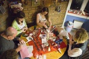 I førjulstida kan du invitere gode venner og familie til et ekte juleverksted!