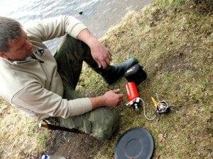 Riktig utstyr er viktig -og det må brukes riktig;Kristian demonstrerer for oss hvordan en bensinbrenner fungerer.