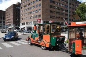 Oslotoget er et populært syn i gatebildet og sommeren. Toget tar det på en halvtimes sightseeing rundt i sentrum fra Aker Brygge.