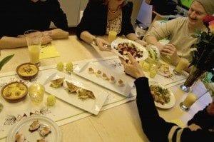 Hyggelig rundt bordet med påskemat