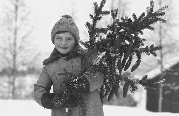 Pike med gran ca 1930 Foto Esther Langberg Oslo Museum 200dpi