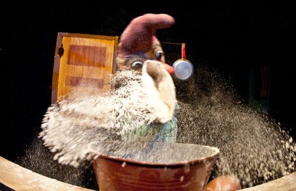 Dumme deig og pølsevev foto: Lars Opstad/ Oslo Nye Teater