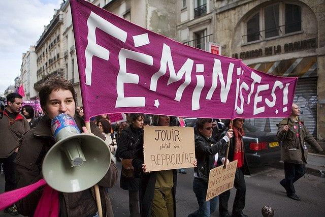 feminister som demonstrerer. Foto: looking4poetry / Flickr