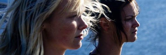 Julia Schacht og Viktoria Winge holder skuespillerkurs