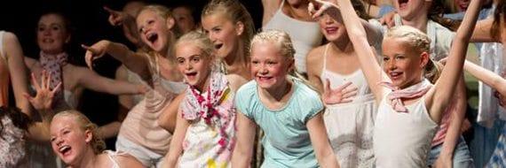 Danseforestilling med Dasestudioet Jump i Sandvika Teater