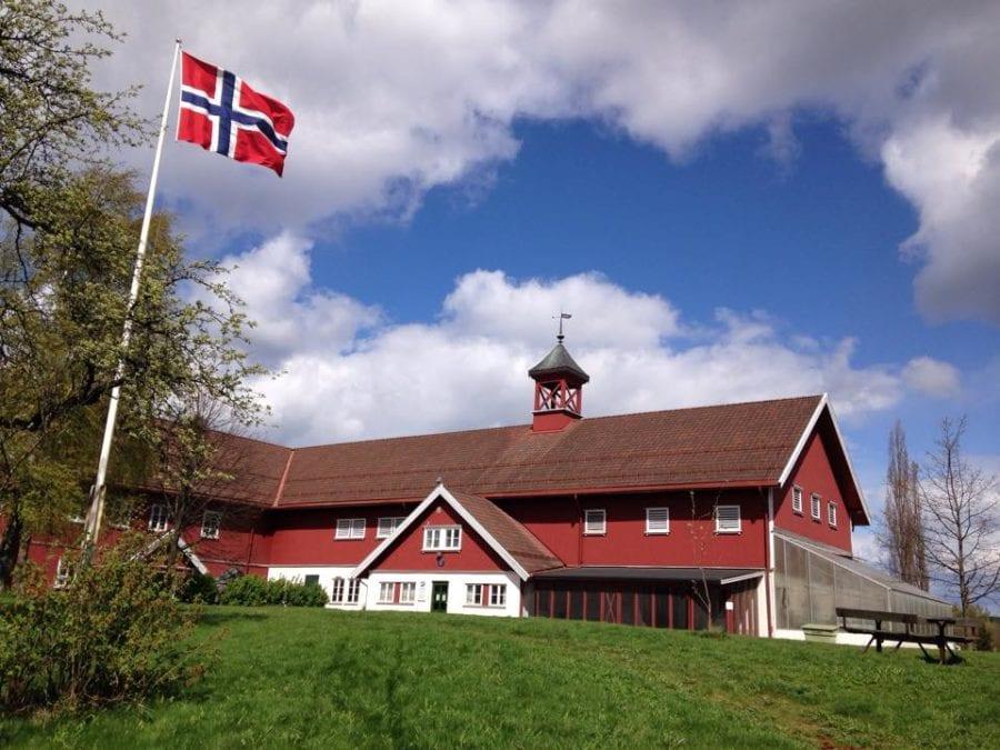 Påsken på Nordre Lindeberg Gård hovedbilde