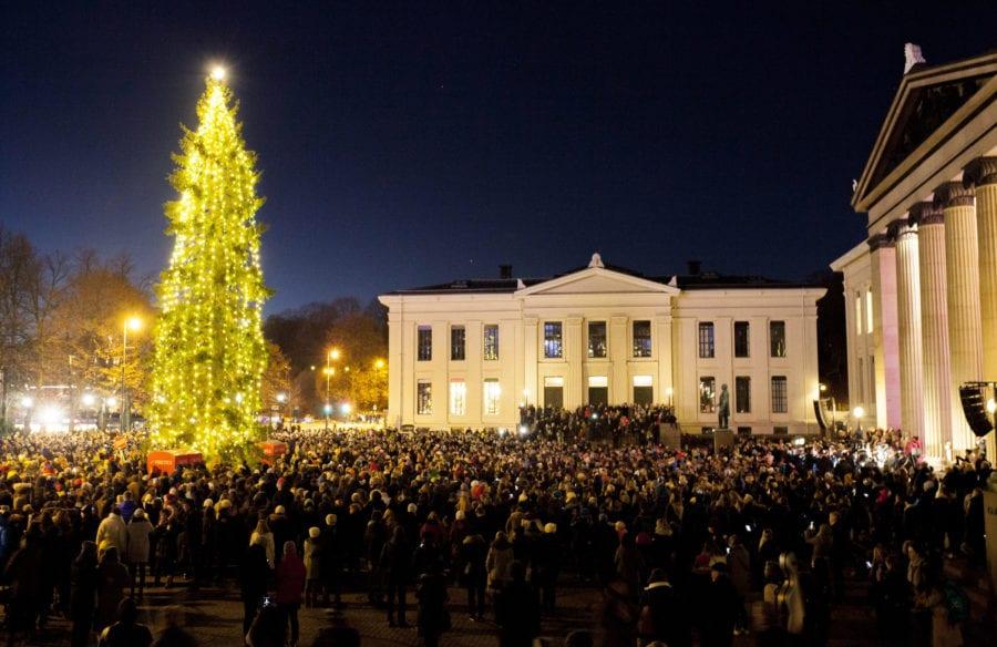 Julegrantenning på Universitetsplassen i Oslo! hovedbilde