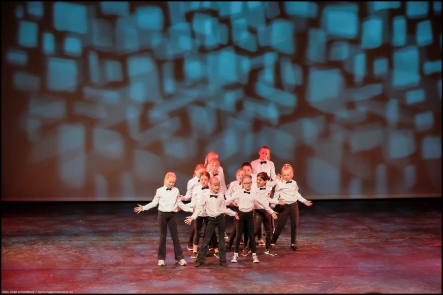 Juleforestillingene «Happy on Stage»! hovedbilde