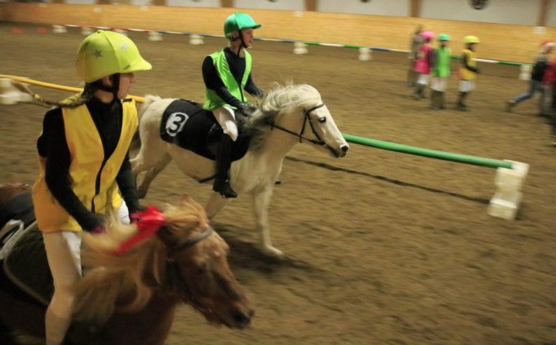 Ponnigallopp på EKT Rideskole hovedbilde